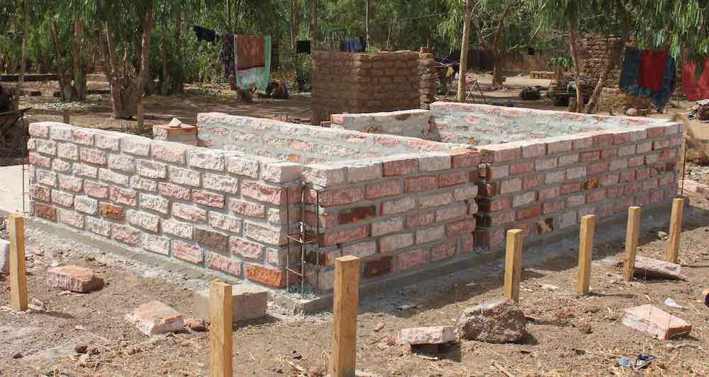 Pink sandstone bricks cut in Bama